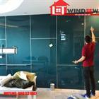 Thi công kính màu ốp tường thực tế tại Đà Nẵng