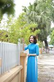 áo dài hai tà màu xanh tình nguyện