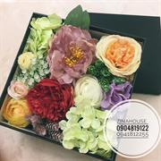 Hộp hoa lụa vuông sz M (22x22cm)