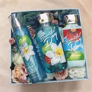 Giftbox dưỡng thể + hoa lụa