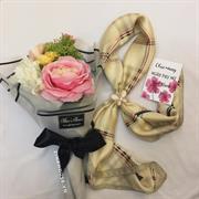 Giftset khăn + hoa lụa