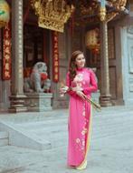 Áo dài hồng hoa cúc