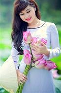 Áo dài trắng cổ tròn viền đen