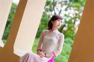 Áo dài ren trắng viền hồng