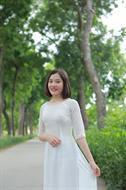 áo dài hai tà trắng đính cườm