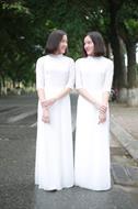 áo dài bốn tà màu trắng