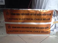 Băng cảnh báo bên dưới có cáp điện chôn ngầm