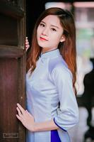 Áo dài trắng viền tím