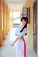 Áo dài trắng viền hồng