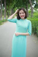 Áo dài hai tà màu xanh đính cườm