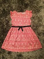 Váy H&M họa tiết, tay bèo