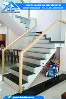 Lan can cầu thang kính - bắt spider Inox 304 - kính ôm dọc theo cầu thang