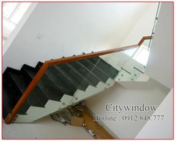 Cầu thang kính mẫu 22