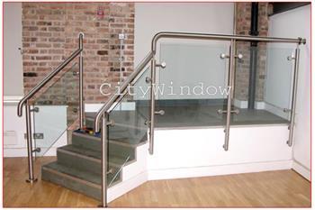 Cầu thang kính mẫu 16