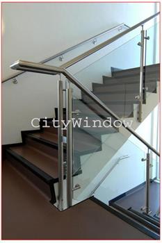 Cầu thang kính mẫu 05