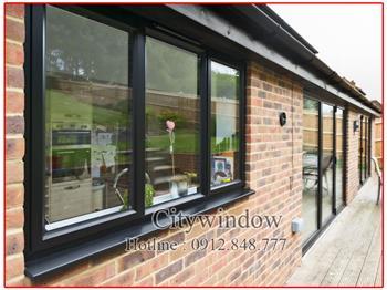 Cửa sổ nhôm xingfa 3 cánh màu đen
