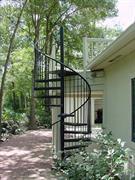 Báo giá cầu thang sắt ngoài trời - Những mẫu thiết kế cầu thang sắt ngoài trời ấn tượng