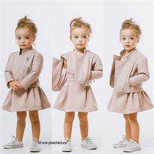 Bé Nga 2 tuổi mặc đẹp như thiên thần gây sốt trên Instagram