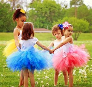 Làm váy đầm công chúa cho bé bằng màn tuyn.