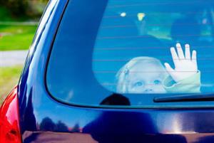 Vừa chơi và dạy trẻ các cách thoát hiểm trên Ô tô