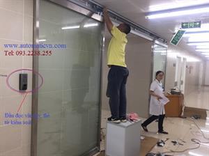 Cửa kính tầng B2  khoa dược bệnh viện bạch mai