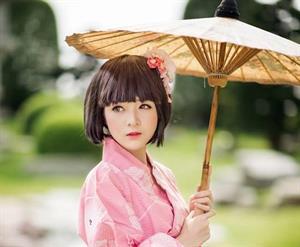 Bí Quyết Làm Đẹp Từ Sữa Ong Chúa Tươi Nguyên Chất Của Phụ Nữ Nhật Bản