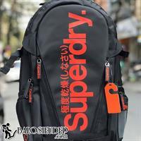 Balo laptop Superdry Tarpaulin màu đen chữ đỏ